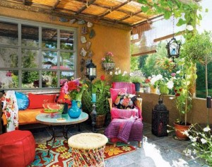 3 TIPS TO A PATIO WITH OUTDOOR THROW PILLOWS